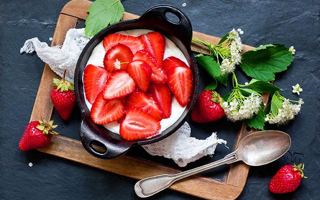 Evde Meyveli Yoğurt Yapımı